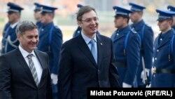 Predsjedavajući Savjeta ministara BiH Denis Zvizdić i premijer Srbije Aleksandar Vučić u Sarajevu, 4. novembar 2015.