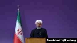حسن روحانی پیش از این نیز در آغاز کار خود در مقام رئیسجمهوری ایران گفته بود که نقش نظارتی دولت بر نشر کتاب باید کمرنگ شود.