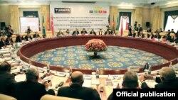 ТуркПА мажлисларининг биридан лавҳа, Бишкек, 2012 йилнинг 15 июни.