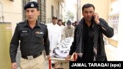 Белужистан провинциясында куралчан адамдар шиит үй-бүлөнүн төрт мүчөсүн жана алардын айдоочусун атып кетишти.