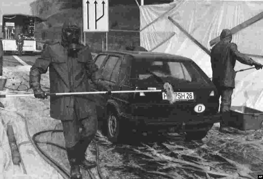 ГЕРМАНИЈА - Германските власти ги зголемуваат резервите на таблетки од јод кои можат да им помогнат на граѓаните во случај на нуклеарен инцидент. Нарачани биле скоро 190 милиони таблетки за да се обезбеди, како што е наведено, безбедна и масовна распределба во случај на радиолошка или нуклеарна криза.