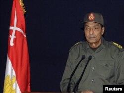 Египеттин куралдуу күчтөрүнүн Жогорку Кеңешинин төрагасы, фелд-маршал Хусейн Тантави 22-ноябрда элге кайрылып, сөз сүйлөөдө.
