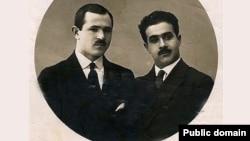 Ceyhun Hacıbəyli (solda) qardaşı Soltan Hacıbəyli ilə birlikdə.