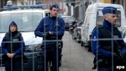 Полиция в Вервье во время проведения спецоперации 16 января 2015 г.