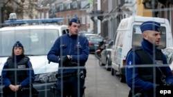 Полиция заблокировала одну из улиц в городе Вервье, где 15 января были проведены рейды против исламистов, 16 января 2015