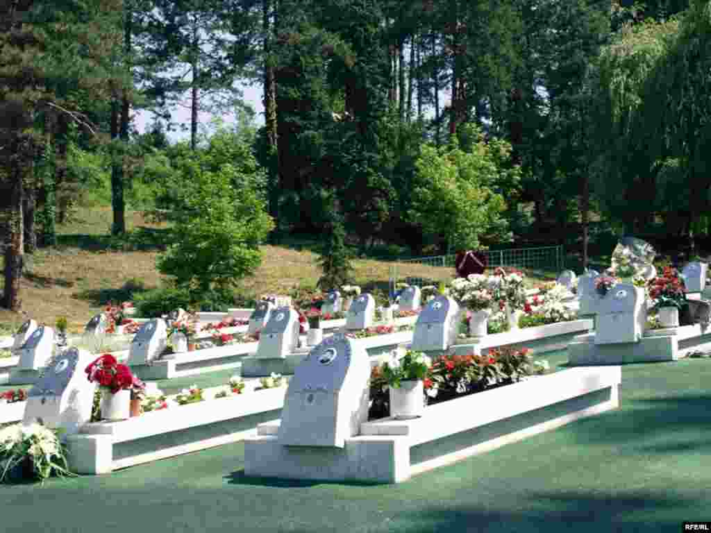 Bosna i Hercegovina - Godišnjica tuzlanskog masakra - 25.maja 1995. godine granate ispaljene sa srpskih položaja usmrtile su 71 osobu, čija prosječna starost nije prelazila 21 godinu.