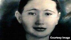 Айна Курманалиеванын 28 жашында түшкөн сүрөтү