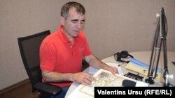 Mihai Gribincea în studioul Europei Libere