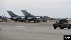 Թուրքիա - Գերմանիայի ռազմաօդային ուժերի Tornado ինքնաթիռները Ինջիրլիքի ռազմակայանում, արխիվ