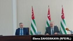 Президент Абхазии Аслан Бжания и вице-президент Бадра Гунба
