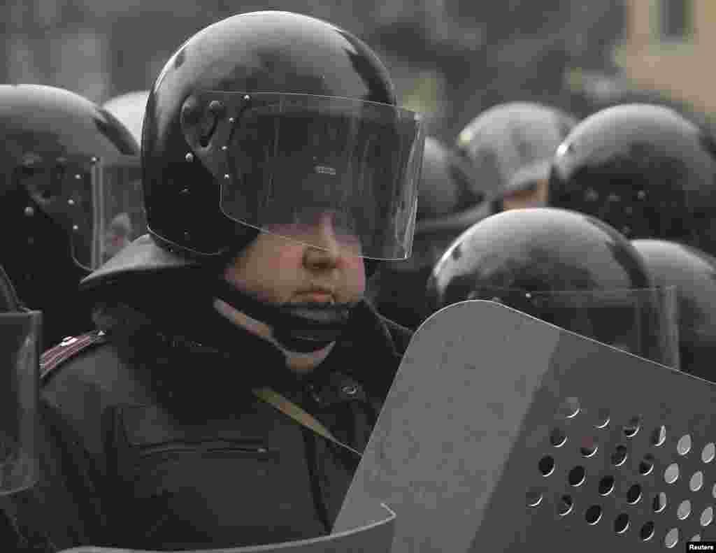 Власти готовятся штурмовать Майдан, и для этой цели откомандировано 8 тысяч сотрудников милиции и военнослужащих внутренних войск