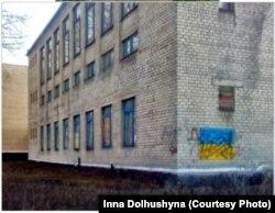 Cтіна Гірняцького ПТУ в час, коли місто було окуповане «ДНР»