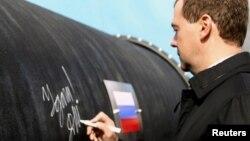 Ruski predsjednik Medvedev napisao ¨Sretno¨, za početak izgradnje plinovoda