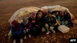 Сирийские курды-беженцы в районе города Сурудж, Турция, 2 октября 2014 года.
