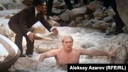 Бұл эпизодта Алматыға келген Борис Ельцин (актер Алексей Гуськов) ішімдік ішкен соң тастай суық тау суына шомылып тұр. Фильм кадры.