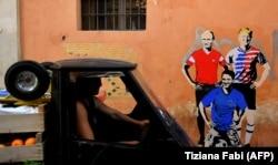 Перед началом чемпионата мира в России на одной из улиц Рима появилось граффити изображающее Дональда Трампа, Владимира Путина и нового премьера Италии Джузеппе Конте в виде футболистов