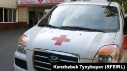 Машина скорой помощи у больницы. Иллюстративное фото.