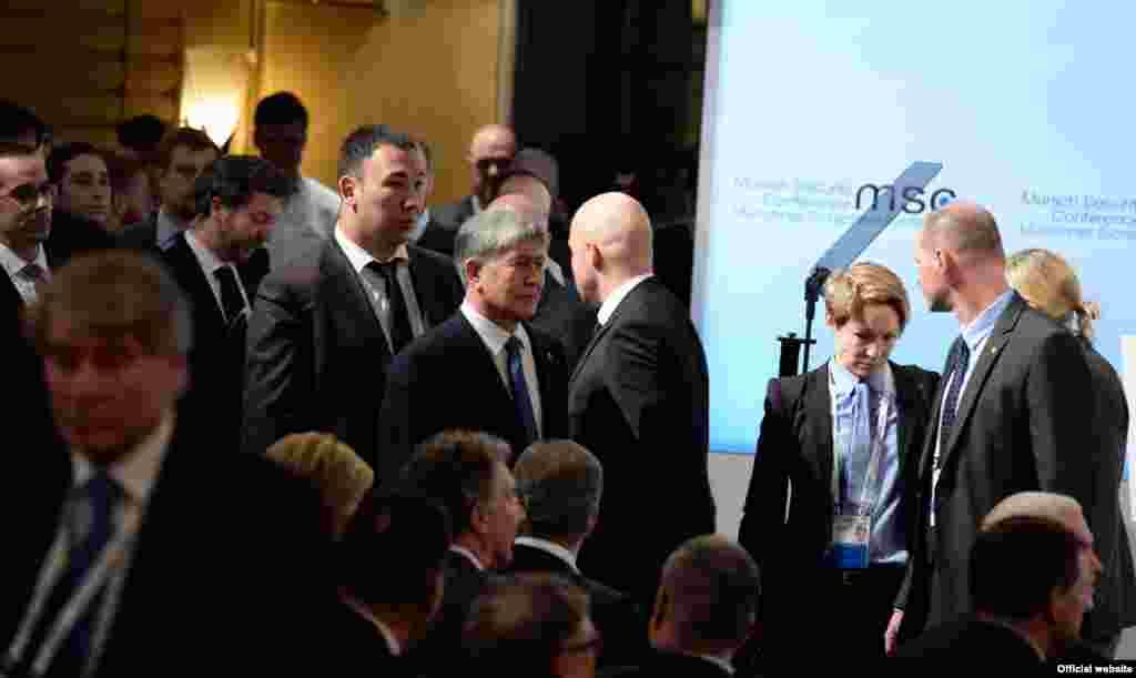 С приветственным словом к участникам конференции выступила Федеральный канцлер Федеративной Республики Германия Ангела Меркель.