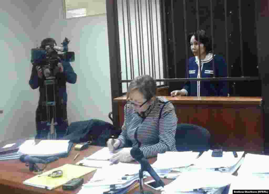 Кассационная коллегия оставила без изменения приговор бывшему председателю агентства Казахстана по статистикеАнар Мешимбаевой.Суд первой инстанции в Астанеприговорилв феврале 2014 года Мешимбаеву к семи годам тюрьмы с конфискацией имущества по обвинению в хищениях бюджетных средств, выделенных на перепись населения в 2009 году, и в злоупотреблении должностными полномочиями.