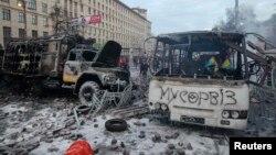 Спалені транспортні засоби міліції на вулиці Грушевського