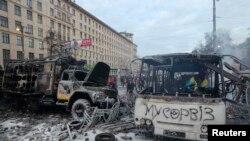 Автобус, сгоревший во время беспорядков в Киеве