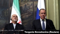 Russian Foreign Minister Sergei Lavrov and Iranian Prime Minister Mohammad Javad Zarif in Moscow on May 8.