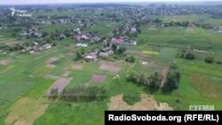Третя земельна ділянка судді, за збігом обставин, у селі Іванків