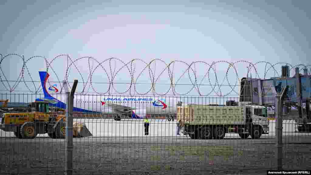 На аэродромной «рулежке» продолжаются строительные работы