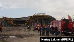 Алматыда құрылыс конструкциясы қираған көпір. 24 сәуір 2015 жыл.