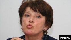 Экс-депутат парламента Татьяна Квятковская выступает против арестованного топ-менеджера Мухтара Джакишева. Алматы, 12 июня 2009 года.