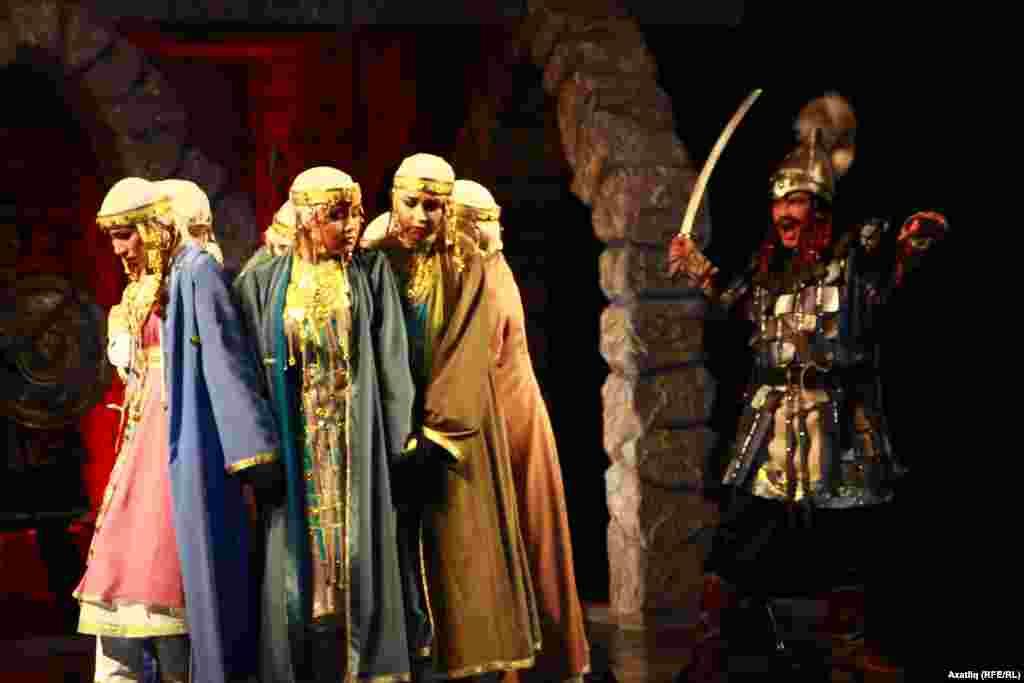 Дошман гаскәре Болгар кызларына үлем белән яный