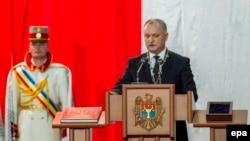 Президент Молдавии Игорь Додон принимает присягу (архивное фото)
