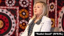 АҚШ мемлекеттік хатшысы Хиллари Клинтон. Душанбе, 22 қазан 2011 жыл.