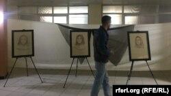یک بازدید کننده نمایشگاه هرات