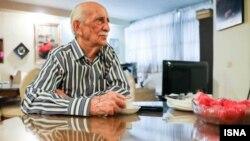 داریوش اسدزاده در مصاحبهای به خبرگزاری ایسنا گفته بود آرزو دارد ۱۰۰ ساله شود