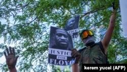Протестующий в Миннеаполисе, 28 мая 2020 года.