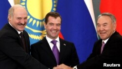Russian President Dmitry Medvedev (center) poses with his Belarusian and Kazakh counterparts, Alyaksandr Lukashenka and Nursultan Nazarbaev, during a signing ceremony in Moscow on November 18.