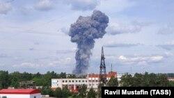 Дим від вибуху на оборонному заводі в Дзержинську, Росія, 1 червня 2019 року