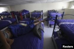 Лагерь для несовершеннолетних нелегальных иммигрантов в Мексике. Город Сьюдад-Хуарес, май 2014 года