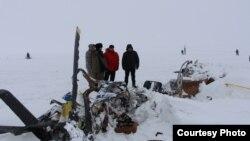 На месте крушения вертолета в Алматинской области. 28 января 2016 года. Фото комитета по чревызчайным ситуациям МВД Казахстана.