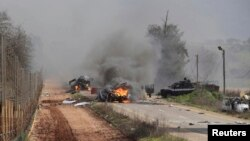 Իսրայել - Լիբանանի հետ սահմանին շարասյան վրա հարձակման հետևանքով այրվող ավտոմեքենաներ, 28-ը հունվարի, 2015թ․