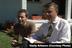 Василий Арканов (слева) и Леонид Парфенов
