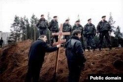 9 лістапада 2001 году. Падчас разгону лягеру абаронцаў Курапатаў.