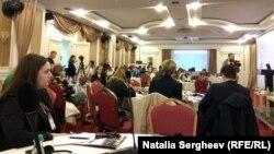 În timpul conferinței