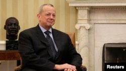 """منسق التحالف الدولي ضد """"داعش"""" الجنرال المتقاعد جون ألن"""