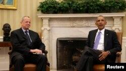 الرئيس الاميركي باراك اوباما والجنرال المتقاعد جون آلن
