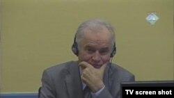 Ratko Mladić u sudnici 19. siječnja 2012.