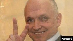 """Подсудимый оппозиционный политик Владимир Козлов в день оглашения приговора по """"делу оппозиции"""". Актау, 8 октября 2012 года."""