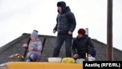 Тубыл районы Ләчек авылындагы гаилә әмәлчеләрне көтә