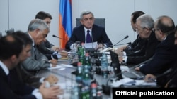 Armenia - President Serzh Sarkisian (C) criticizes the state of public healthcare in Armenia at a meeting with senior government officials in Yerevan, 29Sep2012.